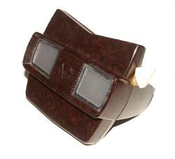 Brown plastic View-Master, from wikimedia